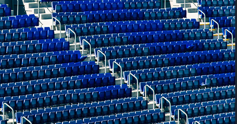Prázdné tribuny
